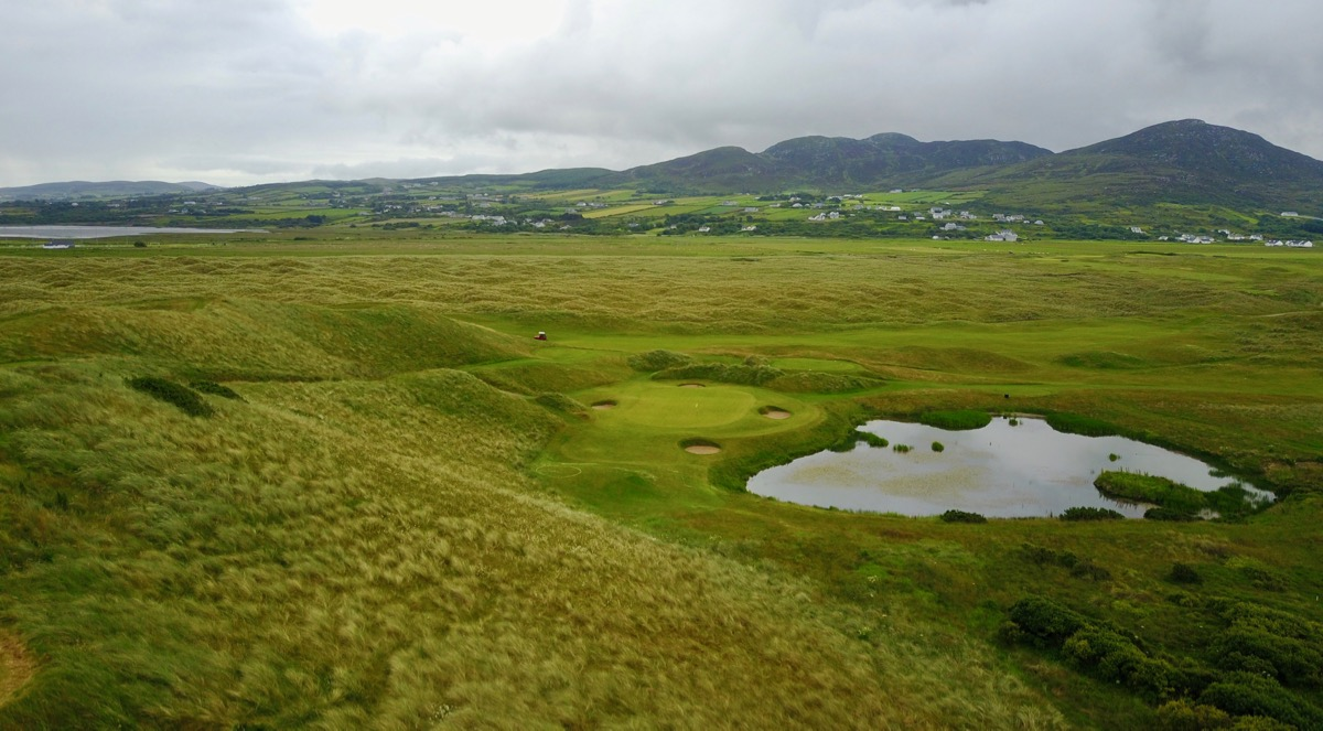 Ballyliffin- Glashedy Links: hole 7 by drone